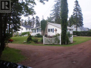 Furnished winterized cottage, walking distance to Parlee Beach