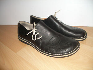 """NEW """" Krickets """" comfortable all leather shoes  size 9.5 - 10 US"""