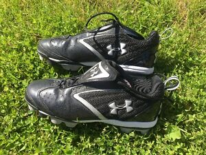 Under Armour Soccer Shoes Size 9 used once or twice