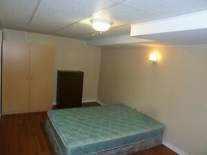 Close to UWO and shops- all inclusive, furnished room, free WiFi
