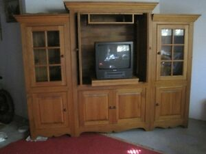 ARMOIRE SOLID  PINE WOOD COSTUME MADE West Island Greater Montréal image 2