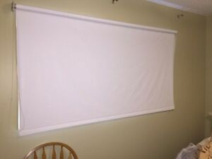 Roller blind window covering
