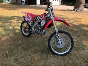 2017 Honda CRF250R 4 Stroke Dirt Bike