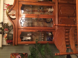 Beautiful dinning room set with buffet. Moving sale. Windsor Region Ontario image 1