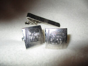 Cuff Links & Tie Bar with 7-Up Logo, Collectable