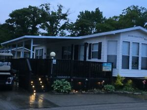 Deluxe Lakeview cottages sherkston shores resort
