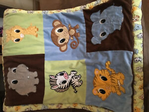 Crib / toddler bed comforter.