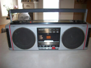 SONY  GHETTO BLASTER  --  TAPE DECK / RADIO
