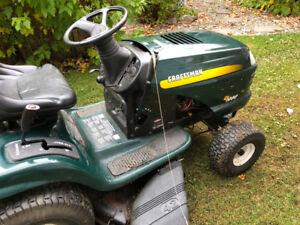Tracteur à pelouse 18hp, 42 pouces, hydrostatique