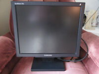 17 inch Monitor with cables - Samsung