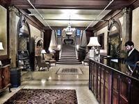 Hôtelier: service aux tables et service de bar / Hospitality