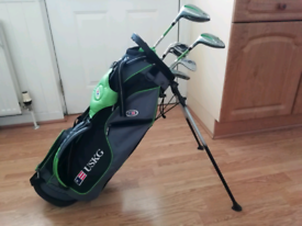 Junior left-handed set of golf clubs with bag