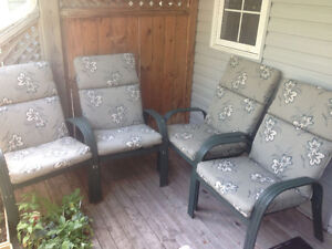 Set of 4 Sturdy Patio Chairs with Cushions 100$ for the set