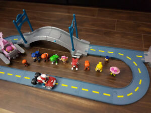 Paw Patrol HQ and track with figurines