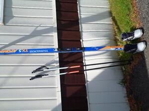 Ski de fond 74 pouces avec  bottes et bâtons