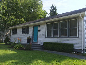 Beautifilly renovated bungalow