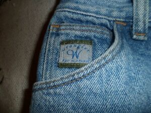Womens Wrangler jeans Kawartha Lakes Peterborough Area image 2