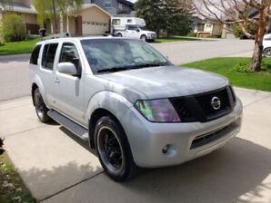 2010 Nissan Pathfinder SE 7 Seats in Good Condition