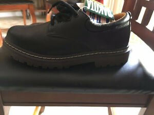 Brand New never worn mens  steel toed work shoes
