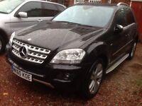 Mercedes-Benz ML 300 CDI SPORT BLUE EFFICIENCY 2010 BLACK 38000 MILES 1 LADY