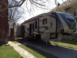 Reduced! 2013 Sabre 365QBOK Deluxe 5th Wheel Trailer