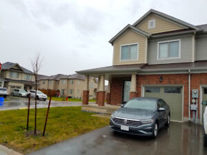 3 BED CORNER TOWNHOUSE IN NIAGARA FALLS FOR RENT