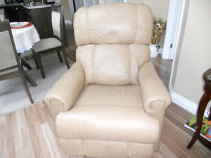 Leather Lazyboy Recliner