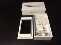 White Iphone 5 16gb Pristine Condition with Charger & Earbuds