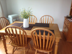 Hutch, table & 6 chairs