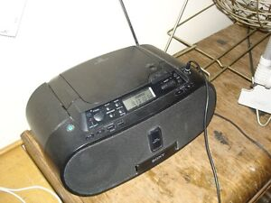 Sony- ZS-S2ip-IPOD insert -cd rom-audio in -radio