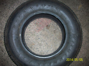 one tire for sale 225/70r15, un pneu a vendre
