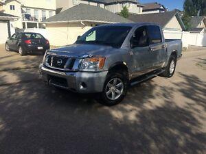 2011 Nissan Titan SV Pickup Truck