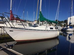 1974 Mirage 24 - vessel and mast only