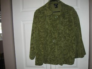 Very pretty size 24 (3x) clothing (casual, business and dressy)