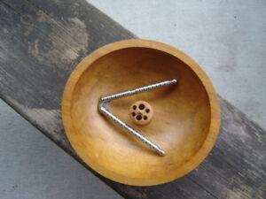 bol en bois massif vintage et casse-noix de baribocraft