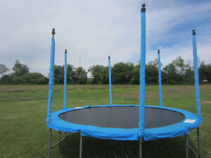 12 Foot Trampoline with Pads and Net Enclosure