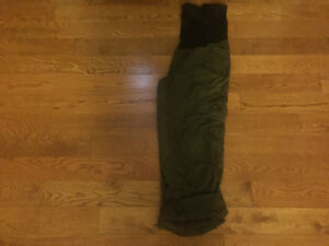 Size Medium Motherhood Maternity Cargo Pant/Capris