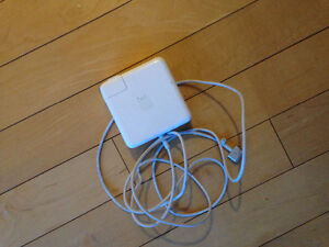 AUTHENTIC MAC BOOK PRO 2014 charger