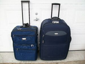 2 Luggages / Suitcases /              Valises