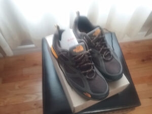 MENS NORTH FACE HIKERS SIZE 11 NEW