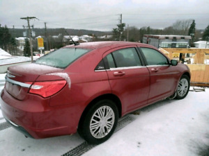 2011 chrysler 200 Sedan.  AUTOMATIC.WINTER TIRES.