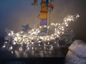 Ensemble sapin, décoration et lumière de Noel