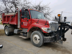 2003 Intl Dump Truck with snow plow and Salter.