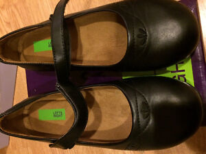 Size 4 Black leather girls dressy shoes