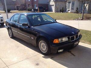 1995 BMW 3-Series 318i Sedan
