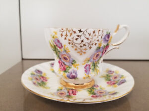Queen Anne Bone China England violet and gold vintage teacup 393