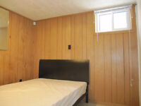 Yonge/Steels_Bright & clean room in convenient area_Lady only