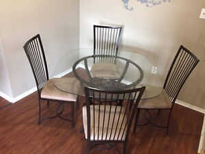Beautiful dining set for 4