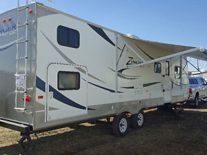 2012 Crossroads Zinger 32QB - $23,900 - Well Maintained!