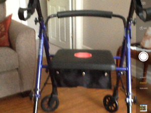 Hugo - multi height rolling walker
